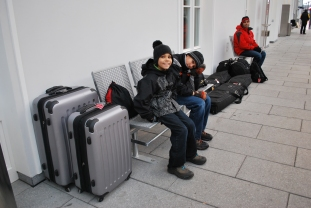 12-17-11 Waiting for train to Radstadt