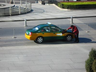 3-23 Taxi driver cleaning car