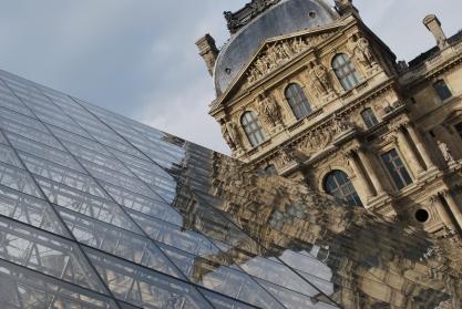 3-29-10 Pyramid Louvre angle