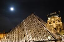 3-29-10 Pyramid Louvre moon at midnight angle