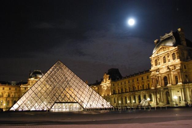 3-29-10 Pyramid Louvre moon at midnight
