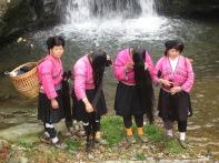 3-30 Yao women proud of hair