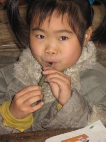 3-31 Girl gray coat flute
