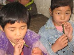 3-31 Girls play flutes
