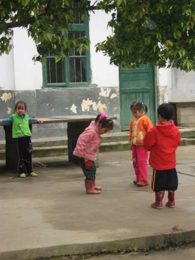 3-31 Girls play with string