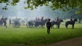It's amazing how quickly they hook the cannons to the horses.