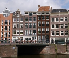Love the canal house of the left with the large circle window.