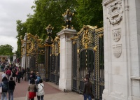 Side gate to Buckingham Palace grounds