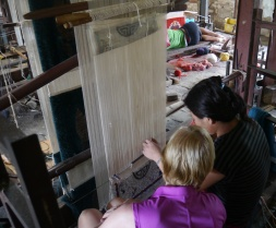 Shellie gets a weaving lesson. The woman was amazingly fast.