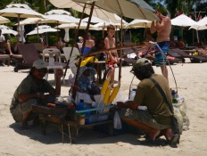 These guys do a great business on the beach: grilled corn on the cob or peeled pineapple for 50 Baht.