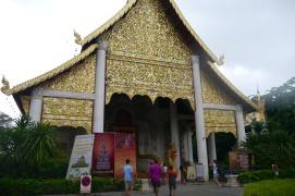 Neerav and boys entering Wat Chedi Luang