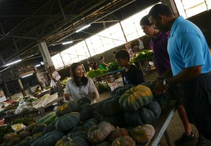 Getting a lesson on Thai pumpkins