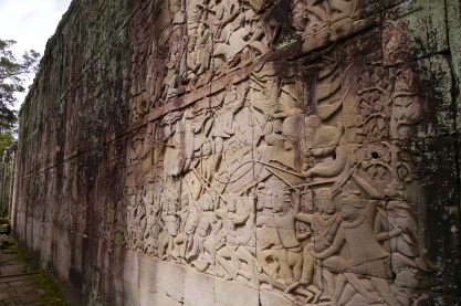 The gallery depicts the story of Khmer battles.