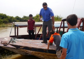 Boarding our longboat to Kampong Phluk